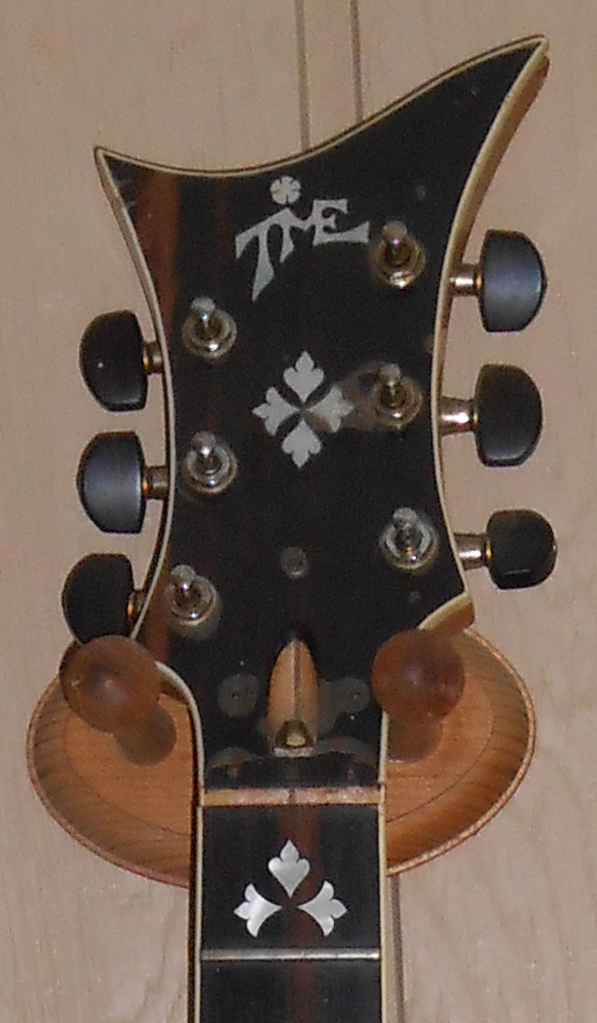 headstock BBKing.jpg